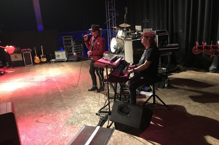 Udo Lindenberg Double Karsten Bald mit Jean Jacques Kravetz performen ich schwöre Im Jovel 2019