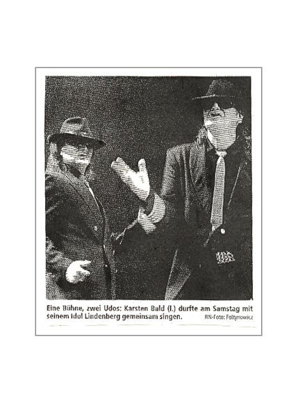 Bei der Atlantic Affaires Tour singt Double Karsten Bald zusammen mit Udo Lindenberg in der Westfalenhalle Dortmund [Ruhr Nachrichten vom 10.02.2004]